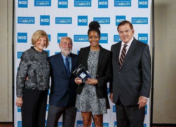 U.S. Bank's Nicole Taylor, posing with the 2018 Leading Disability Employer award, with Gov. Tom Ridge, actor Robert David Hall and NOD President Carol Glazer