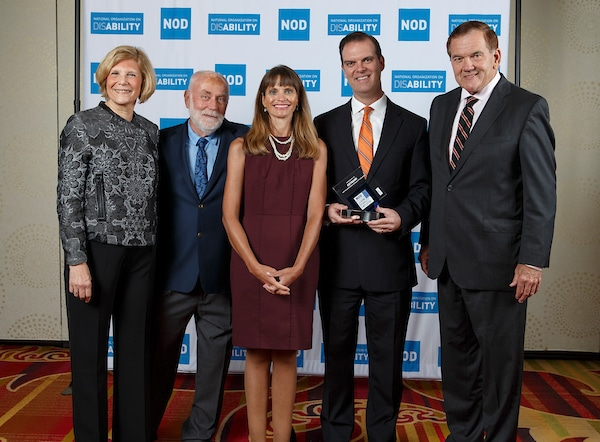 KeyBank's Michael O'Boyle and Luci Workman, posing with the 2018 Leading Disability Employer award, with Gov. Tom Ridge, actor Robert David Hall and NOD President Carol Glazer