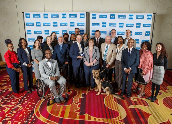 2018 Leading Disability Employers posing with Gov. Tom Ridge, actor Robert David Hall and NOD President Carol Glazer and Annual Forum panelists