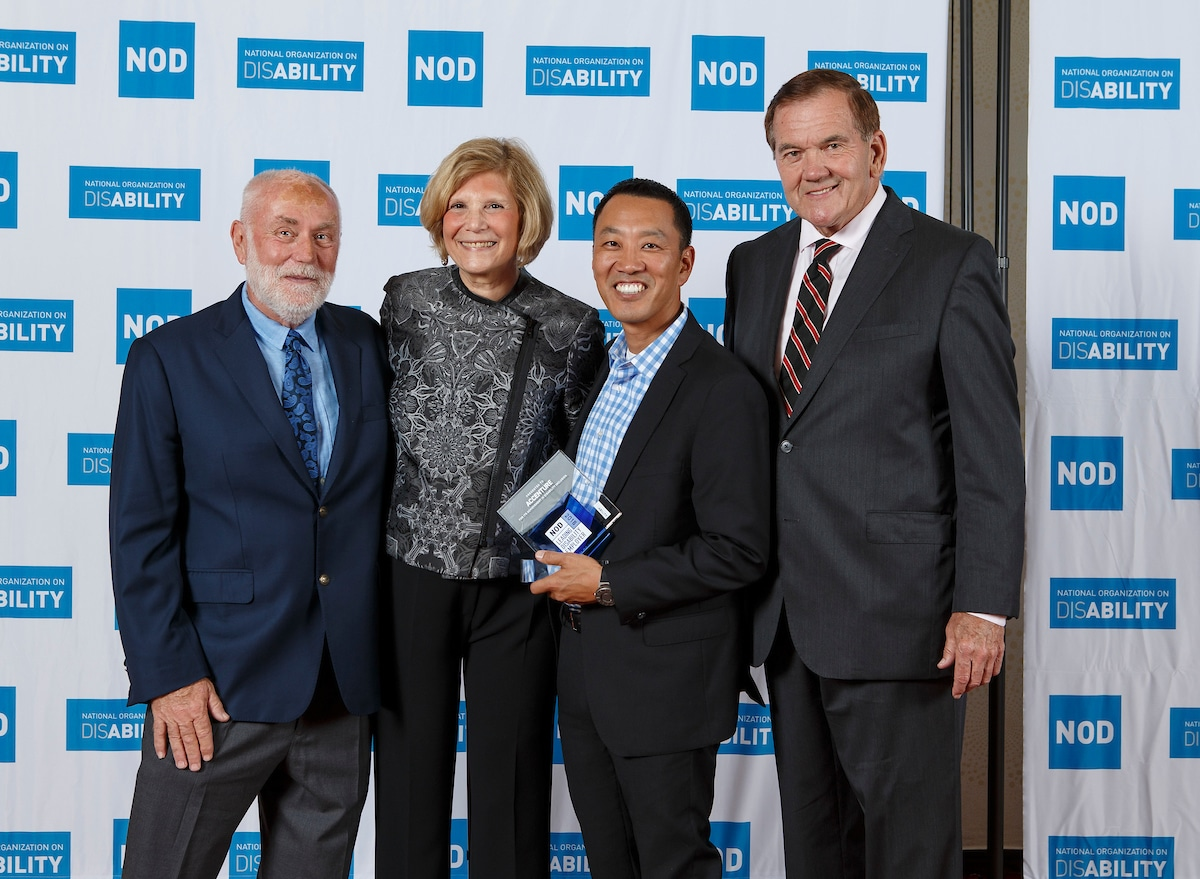Accenture's Dan Ellerman, posing with the 2018 Leading Disability Employer award, with Gov. Tom Ridge, actor Robert David Hall and NOD President Carol Glazer