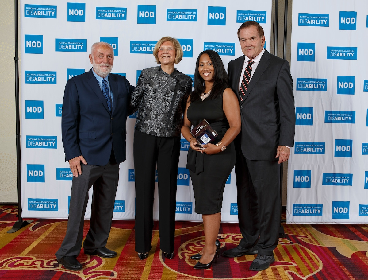 Wells Fargo Monica Mitchell, posing with the 2018 Leading Disability Employer award, with Gov. Tom Ridge, actor Robert David Hall and NOD President Carol Glazer