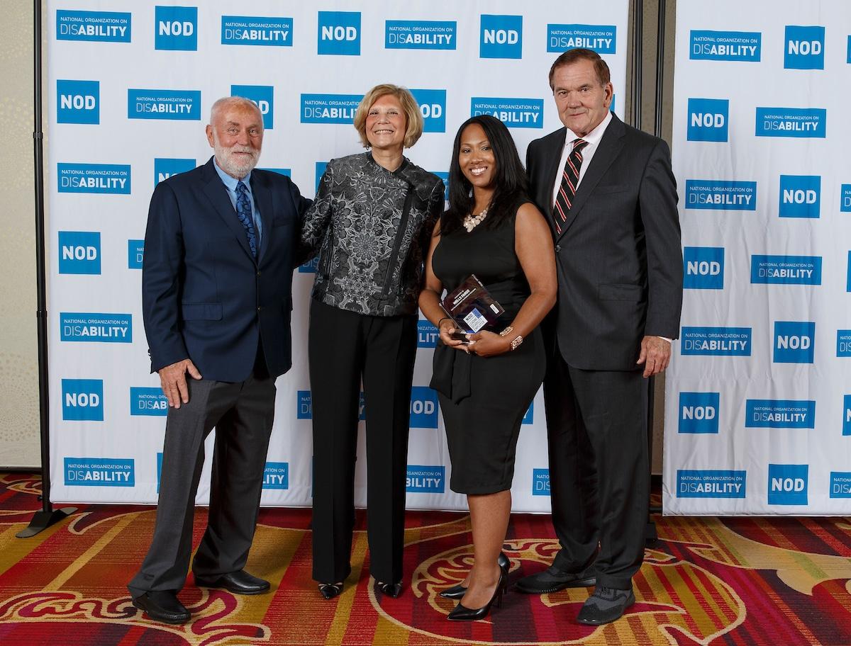 Wells Fargo Monica Mitchell, posing with the 2018 Leading Disability Employer award, with Gov. Tom Ridge, actor Robert David Hall and NOD President Carol Glazer
